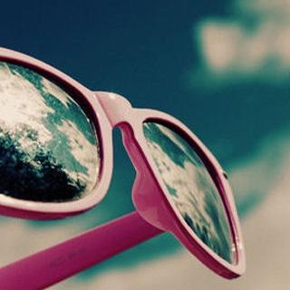 Солнечные очки стоит менять раз в два года