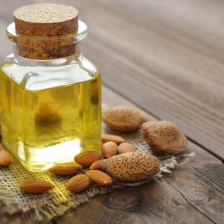 Миндальное масло для здоровых и красивых волос: как использовать?