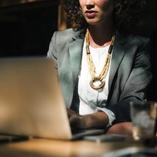 Можно ли женщине совмещать работу и домашние дела?