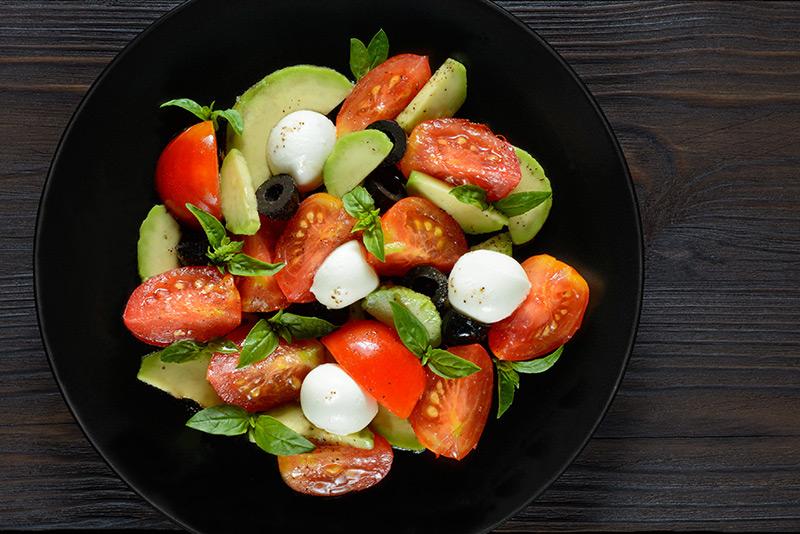 салат с авокадо чери сыр мацарела огурец рецепт